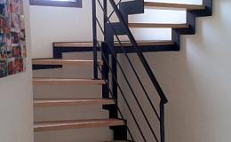 Escalier crémaillière découpée dessus dessous