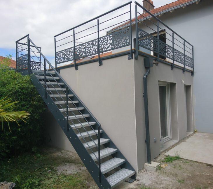 Escalier terrasse métallique extérieur